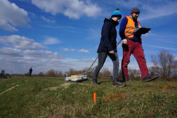 Geroadar GPR Badania wałów przeciwpowodziowych i zapór z wykożystaniem metody georadarowej